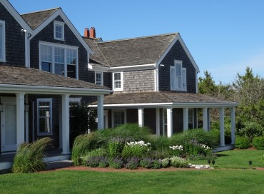 Nantucket : Immaculate Oceanside Home with Beach Path. Walk or bike to Town!
